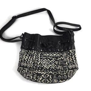 Billabong Black & White Sak Style Shoulder Bag GUC